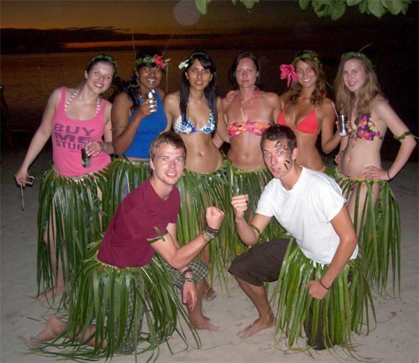 Frivillige nyder fritiden på Fiji
