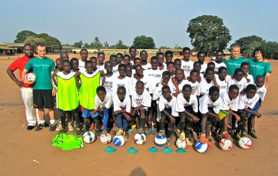 Holdbillede fra fodboldprojekt i Ghana
