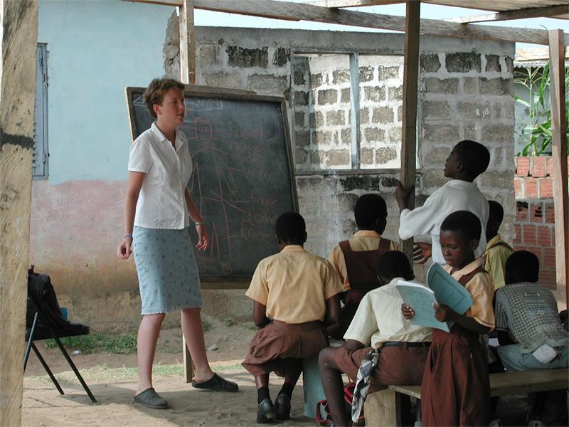 Frivillig underviser på skole i Ghana
