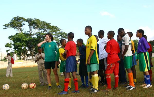Frivillige på sportsprojekt på Jamaica