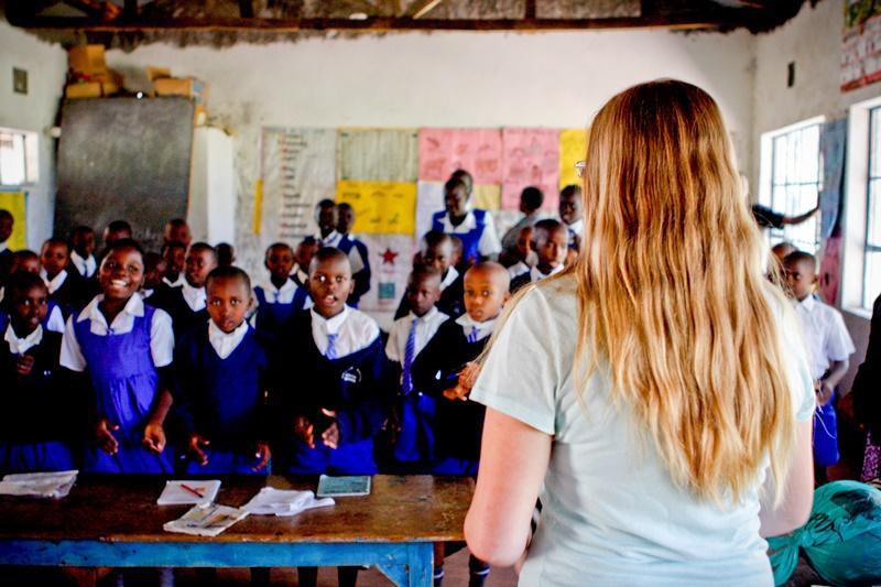 Undervisning af lokale børn