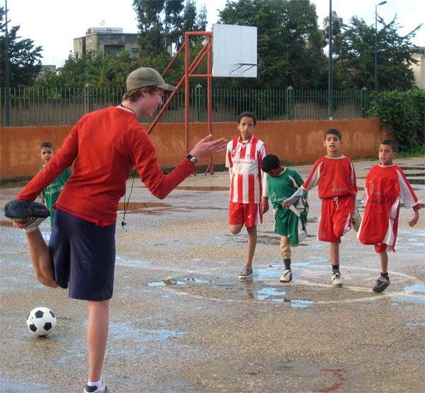 Frivillig fodboldtræner i Marokko