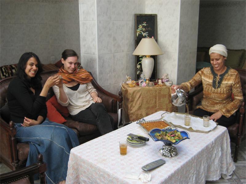 Frivillig med hendes marokkanske værtsfamilie