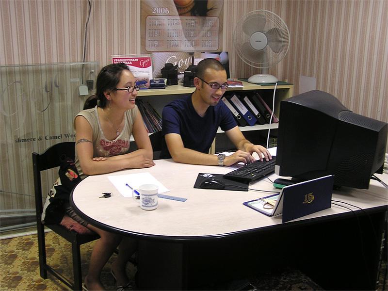 Praktikanter på arbejde på businessprojekt i Mongoliet