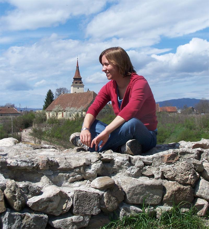 Frivillig hænger ud omkring Brasov, Rumænien