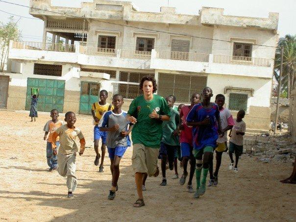 Frivillig sportstræner på arbejde i Senegal