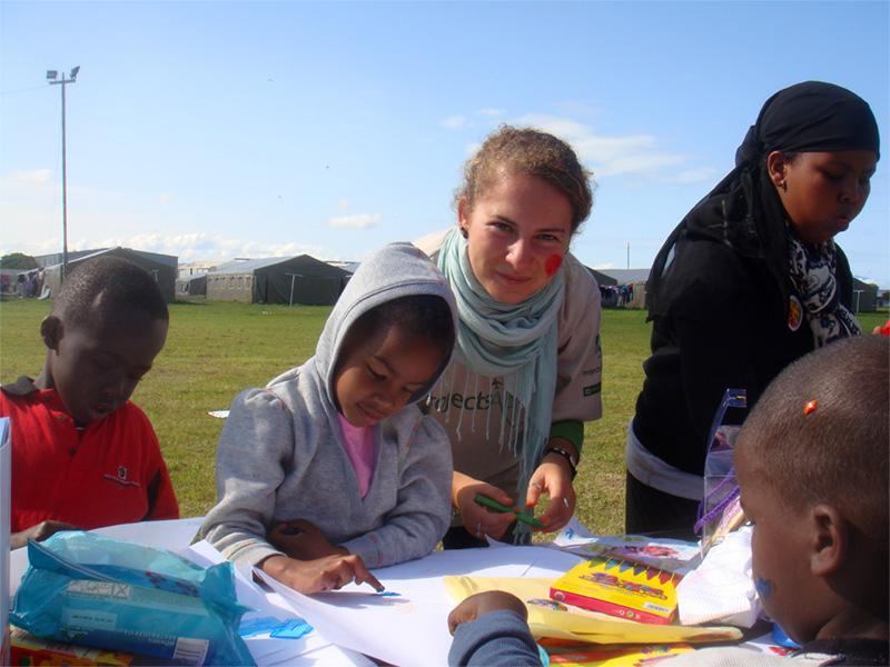 Frivillige i en flygtningelejr i Sydafrika