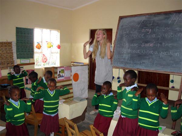 Frivillig underviser på arbejde i Tanzania