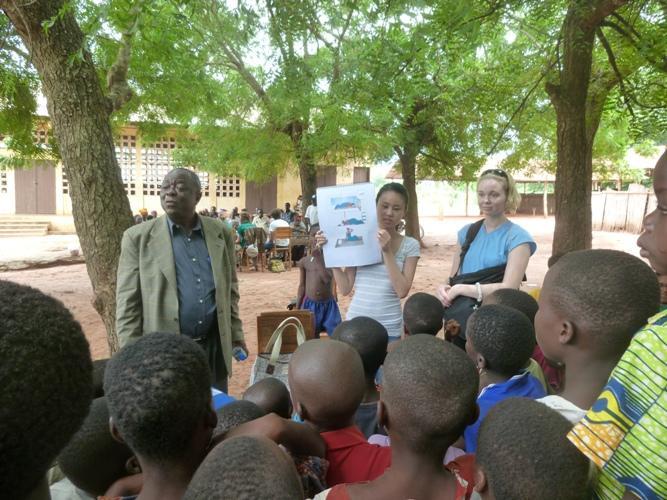 Volontører afholder hygiejnekursus i Togo