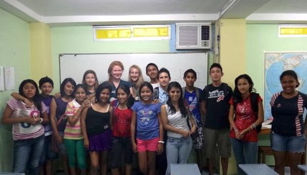 Teaching volunteers in Ecuador