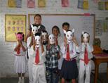 Volunteer doing art project at school