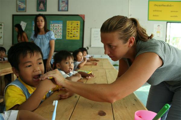 Care volunteering teaching oral hygiene