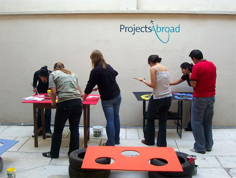 Atelier de peinture de volontaires