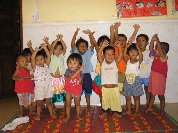 Des enfants d'une organisation hôte