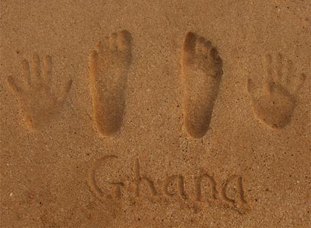 Empreintes sur le sable au Ghana