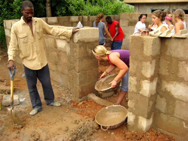 Volontaires sur un chantier international d'été pour les jeunes
