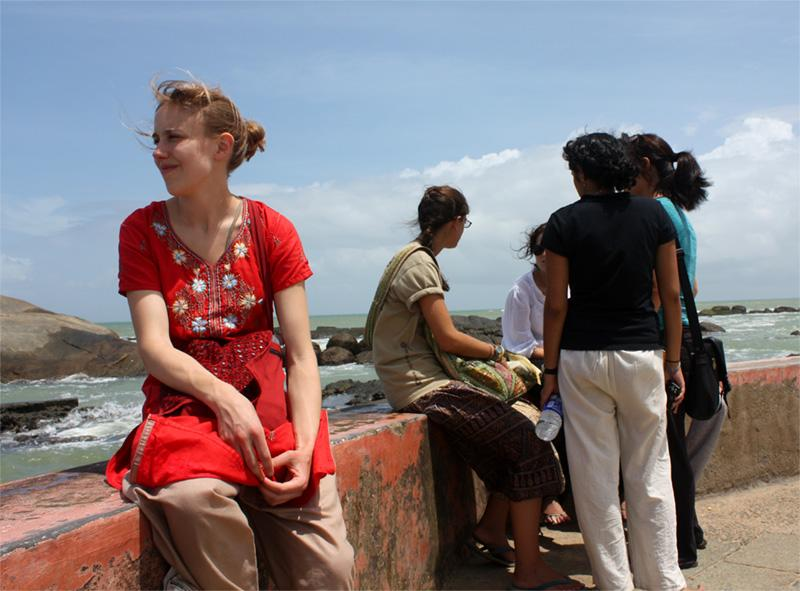 Découverte culturelle, des volontaires en habits traditionnels indiens