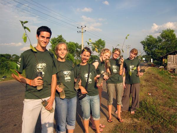 Volontaires sur une mission d'écovolontariat