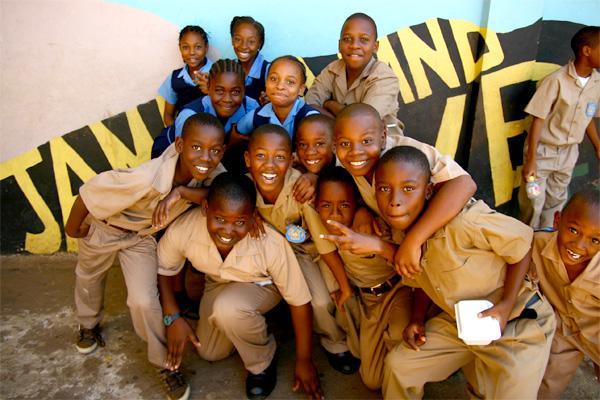 Groupe d'enfants à l'école en Jamaïque