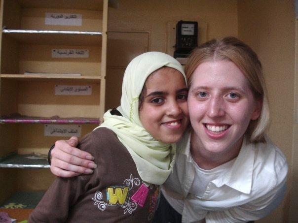 Volontaire avec une étudiante au Maroc