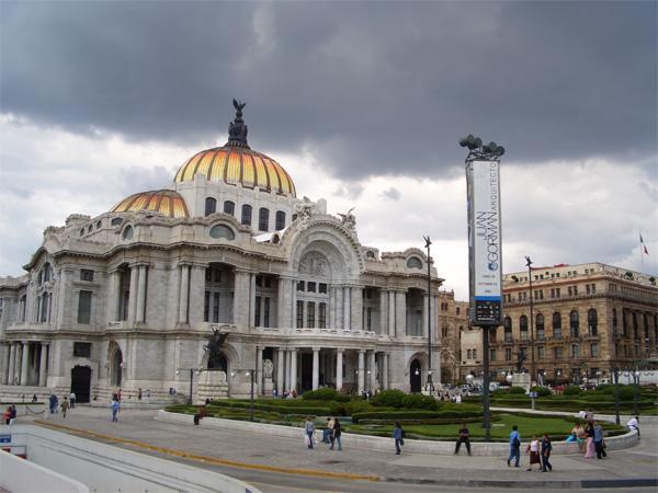 Le Palacio de Bellas Artes (Palais des Beaux-Arts) au Mexique