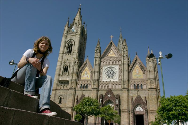 Découverte culturelle, volontaire sur la plaza principale à Guadalajara, au Mexique