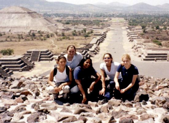 Volunteers at Teotihuacan