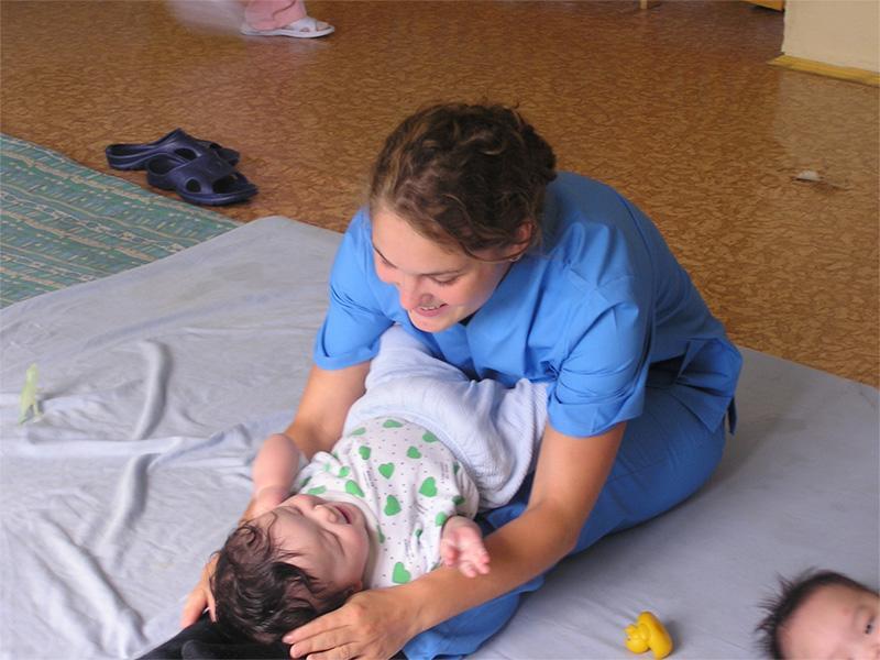Volontaire dans un orphelinat sur une mission humanitaire en Mongolie