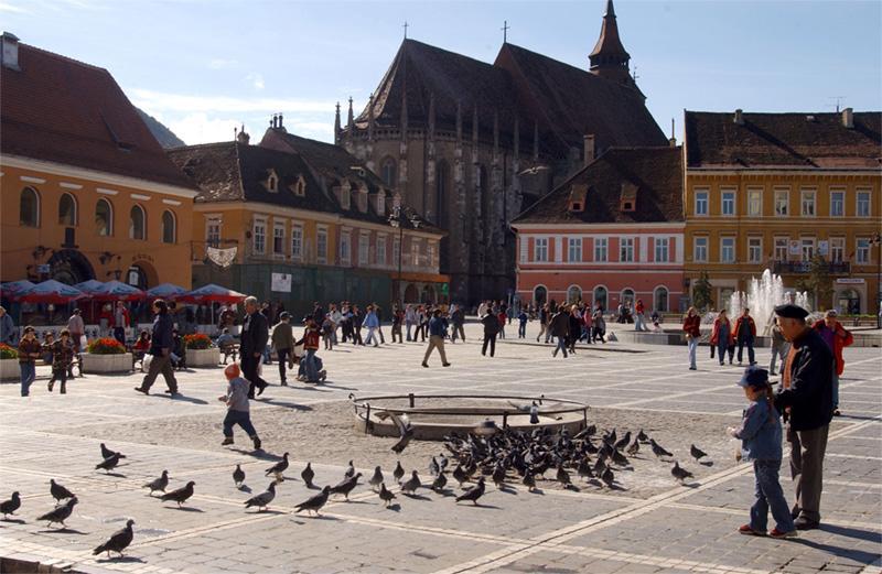 Place principale à Brasov, en Roumanie