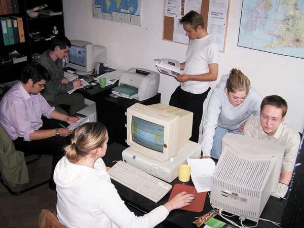 Volontaires au centre des visiteurs à Brasov, en Roumanie