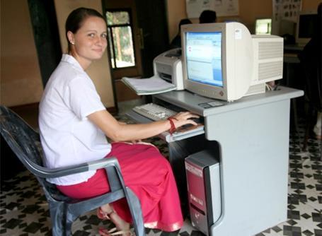 Volontaire à un centre d'informatique au Sri Lanka