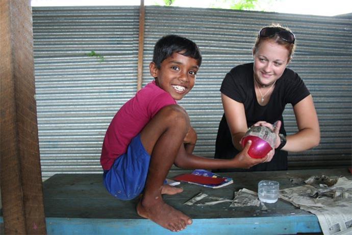 Activité de papier-maché au Sri Lanka