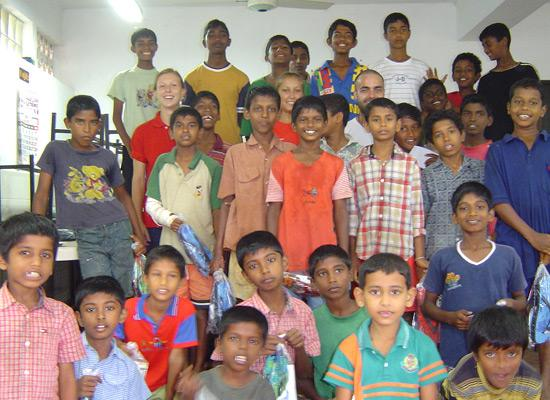 Punyawrdanaramaya boys posing