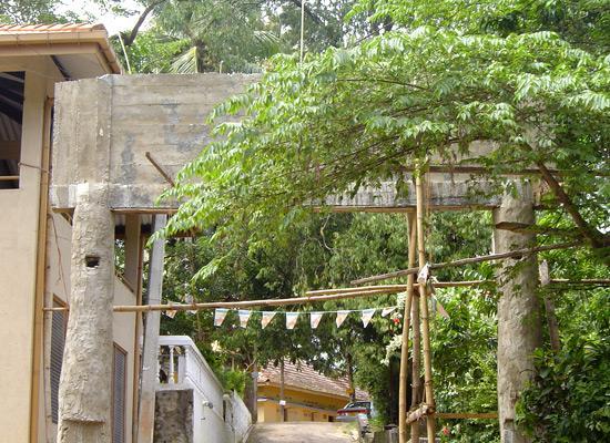 Punyawrdanaramaya home gate