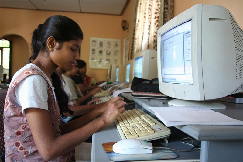 Salle de classe d'informatique