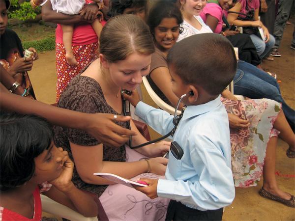 Volontaire lors d'un séminaire médical au Sri Lanka