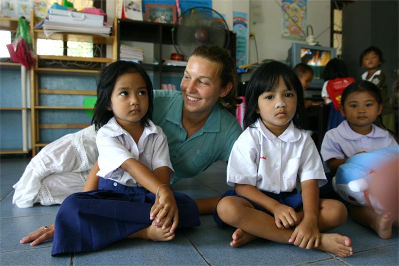 Volontaire dans un orphelinat sur une mission humanitaire en Thaïlande