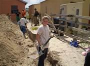 Jeune volontaire sur un chantier