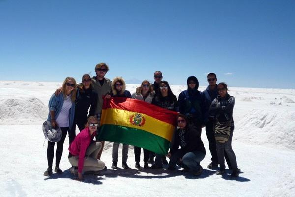 Groupe de volontaires au Salar d'Uyuni