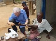 Médecin bénévole en action