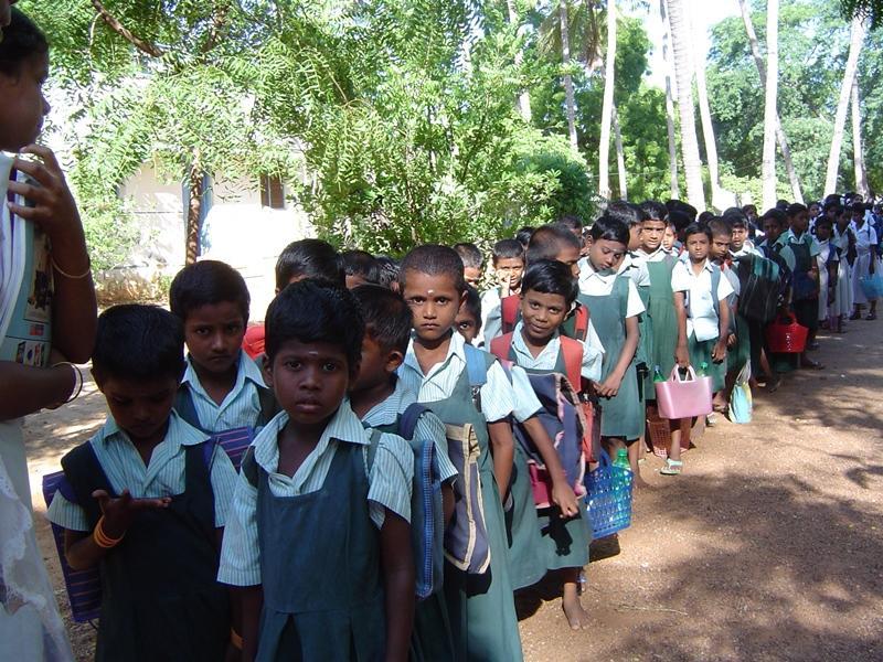 Groupe d'élèves sur le terrain