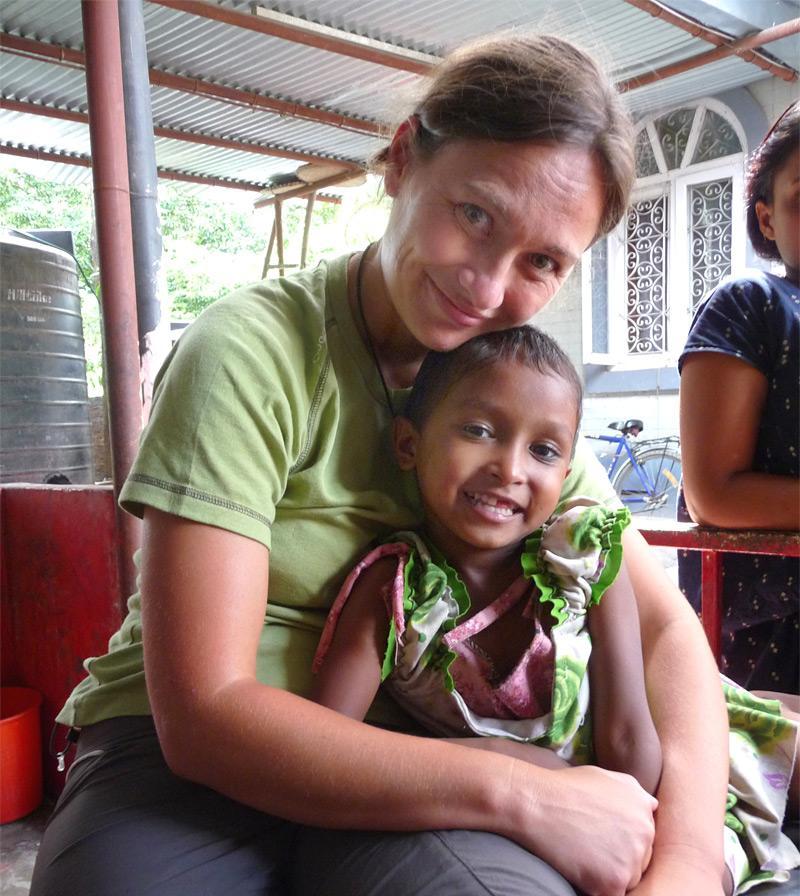 Aide humanitaire centre d'accueil enfants défavorisé