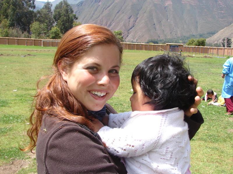 Volontaire auprès d'une enfant