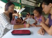 Aide humanitaire auprès d'enfants