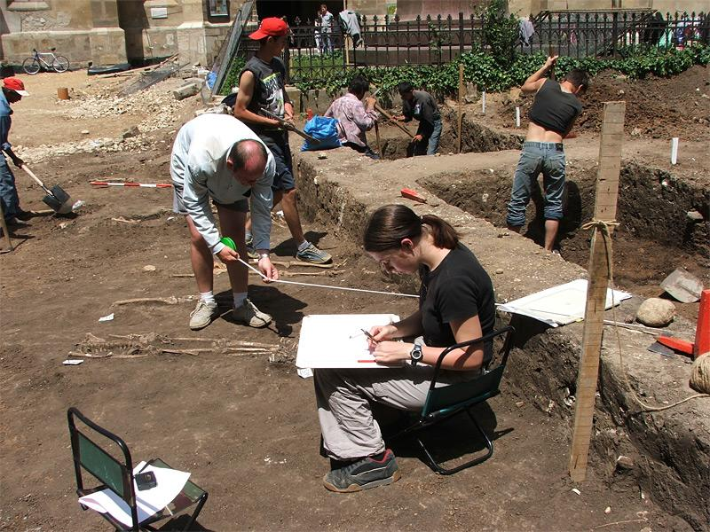 Volontaires en action archéologie