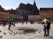Vue sur la place principale de la ville de Brasov