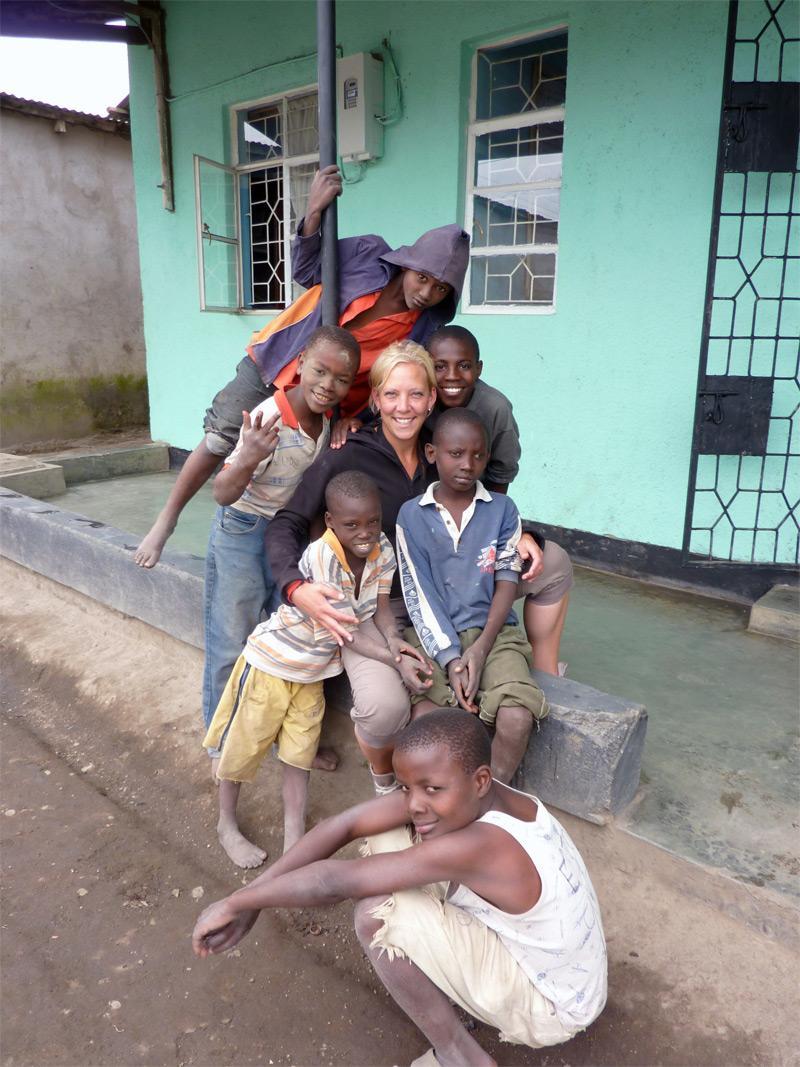 Bénévole humanitaire sur le terrain