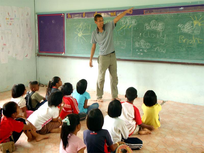 Enseignant volontaire sur le terrain