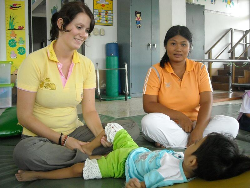 Stagiaire Kinésithérapie pratiquant des soins