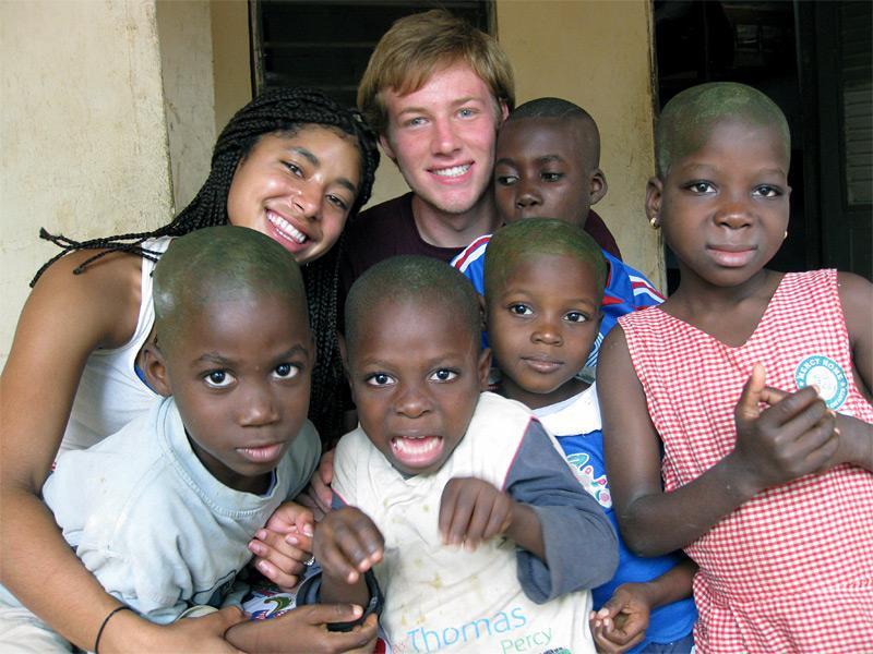 Volontaires humanitaire en action
